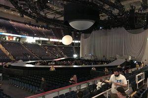 Tổng hợp ảnh lung linh từ 'Sweetener World Tour' đêm đầu tiên: Ariana Grande tưởng niệm Mac Miller khiến fan rơi nước mắt