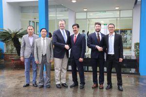 Đại sứ Hoa Kỳ tới thăm nhà máy sữa Vinamilk