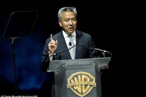 Chủ tịch hãng phim Warner Bros từ chức vì bê bối đổi vai diễn lấy tình dục