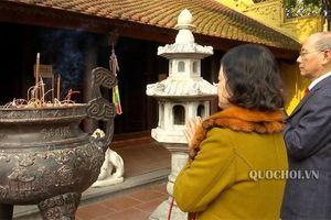Góc nhìn đại biểu: Nén hương trong đời sống tinh thần người Việt