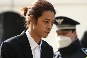Jung Joon Young lĩnh án 50 năm hay 7 năm tù vì bê bối clip sex?