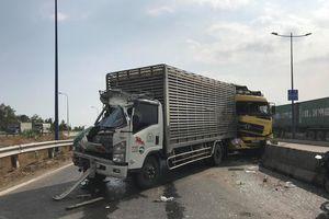 Tai nạn liên hoàn giữa 3 xe tải, giao thông ùn tắc hơn 3 km ở Sài Gòn