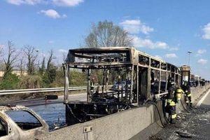 Tài xế Italy phóng hỏa đốt xe buýt chở 51 trẻ em