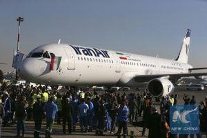 Máy bay bốc cháy tại Tehran, 100 hành khách được sơ tán an toàn