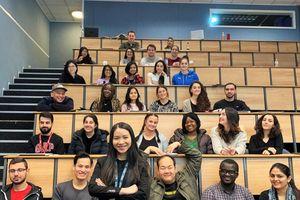 Hành trình trở thành Trưởng khoa Đại học Kinh tế Nam London của cô gái dân tộc Tày