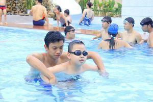 Bến Tre phấn đấu 38,7% trẻ từ 6-15 tuổi biết bơi năm 2019