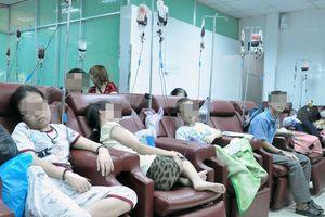 Bác sĩ 'vòi tiền' bệnh nhân ung thư: Xem xét đình chỉ chứng chỉ hành nghề