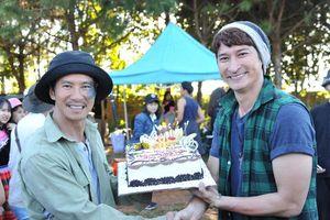 Huy Khánh đón sinh nhật cùng Lý Hải trên phim trường 'Lật Mặt 4'