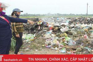 Nơi chị em phụ nữ treo thưởng bằng tiền để 'bắt' người vứt rác bừa bãi