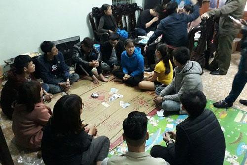 Hưng Yên: Nữ chủ nhà cùng 9 người bị bắt vì tham gia đánh bạc