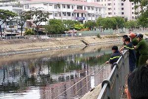 Trèo qua hàng rào để vào câu cá, thanh niên trượt chân xuống kênh tử vong