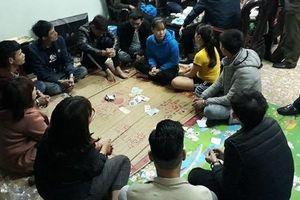 Hưng Yên: Bắt quả tang nhóm người đang sát phạt nhau trên chiếu bạc