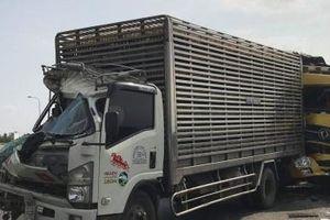 TP.HCM: 3 xe tải đâm nhau liên hoàn, giao thông ùn tắc hơn 3 km