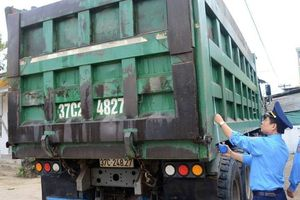 Nghệ An: Chánh thanh tra Sở trực tiếp ra đường , xe tải đồng loạt cắt thùng