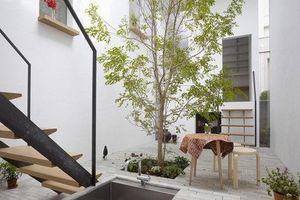 Dành hơn 1/10 diện tích làm giếng trời và sân vườn, ngôi nhà ống ở Nhật này được khen vừa đẹp, vừa lạ