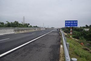 Phong tỏa xe chở heo trên cao tốc đi qua Quảng Nam