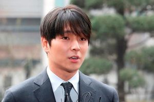 Bạn thân Seungri bị đuổi vì cáo buộc chat sex, hối lộ cảnh sát