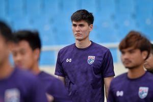 Trung vệ cao gần 2 m nổi bật trong buổi tập của U23 Thái Lan