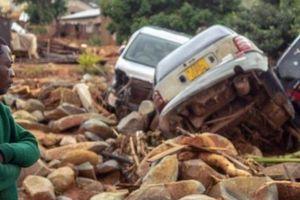 Cảnh đau lòng ở nơi siêu bão vừa khiến hàng trăm người mất mạng
