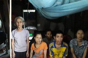 Hoàn cảnh éo le của cụ bà U70 bốc gạch nuôi 4 con bệnh tật, khờ dại