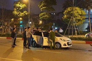 Nam thanh niên bị tài xế ô tô rút dao đâm sau va chạm giao thông