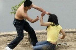Nhiều lần đòi tiền không được, chủ nợ đánh vợ con nợ trọng thương