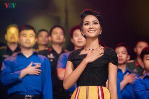 Hoa hậu H'Hen Niê – Cô gái Ê-đê nhiều năng lượng, không ngại thử thách