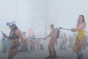 Cả ngàn người mặc bikini thi trượt tuyết