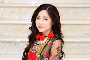 Sao Mai Mai Diệu Ly diện trang phục gần 10 kg, hóa cô gái H'Mông xinh đẹp