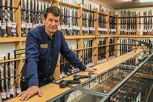 Dân New Zealand sẽ phải bán hoặc giao nộp vũ khí bán tự động và súng trường