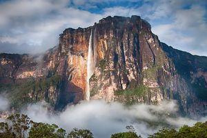 Khung cảnh kỳ ảo như trở về thời tiền sử ở thác nước cao nhất thế giới