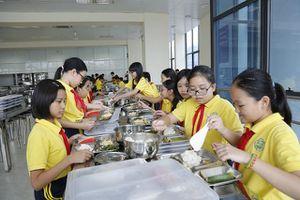 Phụ huynh giám sát an toàn thực phẩm bếp ăn trường học: Tránh mang tính hình thức