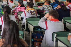 Đình chỉ cô giáo bắt học sinh tự tát sưng đỏ mặt