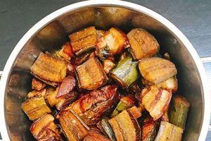 Hướng dẫn làm món cá kho chuối xanh đơn giản mà hao cơm