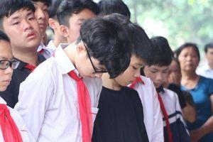 Dòng người nối dài, khóc ròng tiễn đưa 8 học sinh đuối nước