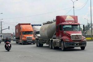Doanh nghiệp vận tải TP.HCM kêu trời vì... thiếu bãi đậu xe container