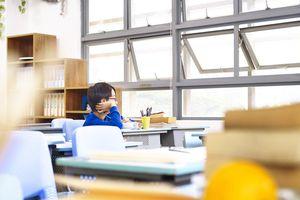 Bắt học sinh tự tát vào mặt mình hàng chục cái, giáo viên bị đình chỉ việc