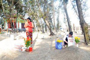 Nghĩa địa cá Ông lớn nhất Việt Nam ở làng chài Phước Hải