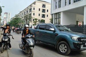 Chung cư to 'bóp nghẹt' phố nhỏ Hà Nội