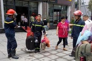 Giải cứu 5 du khách trong vụ cháy khách sạn ở Quảng Ninh
