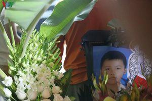 Vụ 8 trẻ bị đuối nước ở Hòa Bình: Xót xa cảnh người lớn khóc con thơ