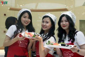 Top 15 Đại sứ thiện chí hoa anh đào học làm sushi cùng Ajinomoto