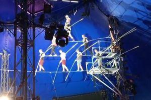 Biểu diễn lỗi, 8 nghệ sĩ mạo hiểm té sầm trên sân khấu
