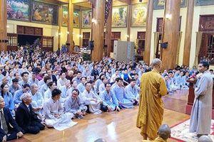 Facebooker bức xúc vụ mê tín dị đoan, trục lợi ở chùa Ba Vàng