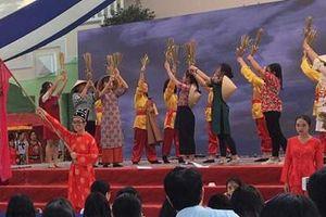 Học sinh làm dự án về di sản văn hóa