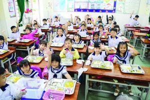 Giám sát bữa ăn học đường: Phụ huynh 'lực bất tòng tâm'