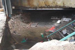 TP.HCM: Vỡ đường ống dẫn nước khiến nhà dân bị sụp lún