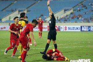 Triệt hạ Quang Hải và nhận thẻ đỏ, hậu vệ U23 Brunei bật khóc rời sân