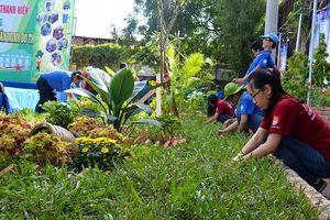 Mô hình 'Biến bãi rác thành vườn hoa' đoạt giải Hồ Hữu Hớn