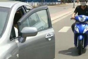 Mở cửa ô tô không an toàn bị xử phạt như thế nào?